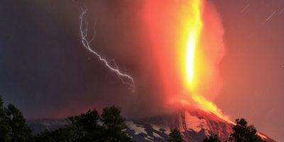 La erupción cubrió de cenizas muchas zonas de la región. Foto:AP