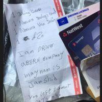 Una mujer que viajaba con el servicio de taxis Uber vio cómo el taxista le envió hasta su casa sus tarjetas de crédito y otros papeles importantes. Foto:Twitter
