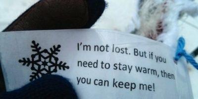Un guante perdido con una nota. Foto:Faith in Humanity Restored