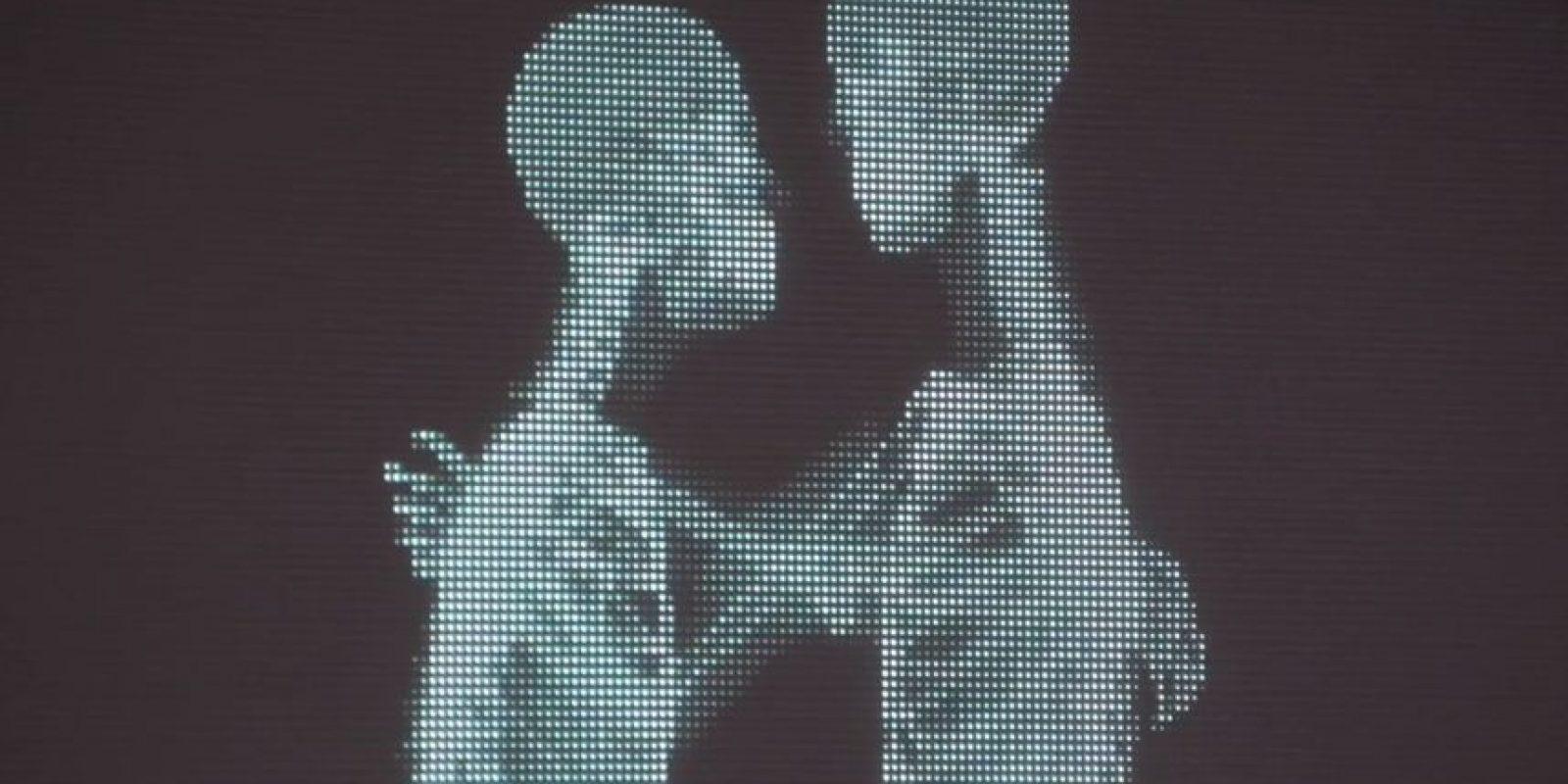 ¿Quiénes serán? ¿Qué serán? Solo se ven dos personas amándose. Foto:Youtube/Ad Council