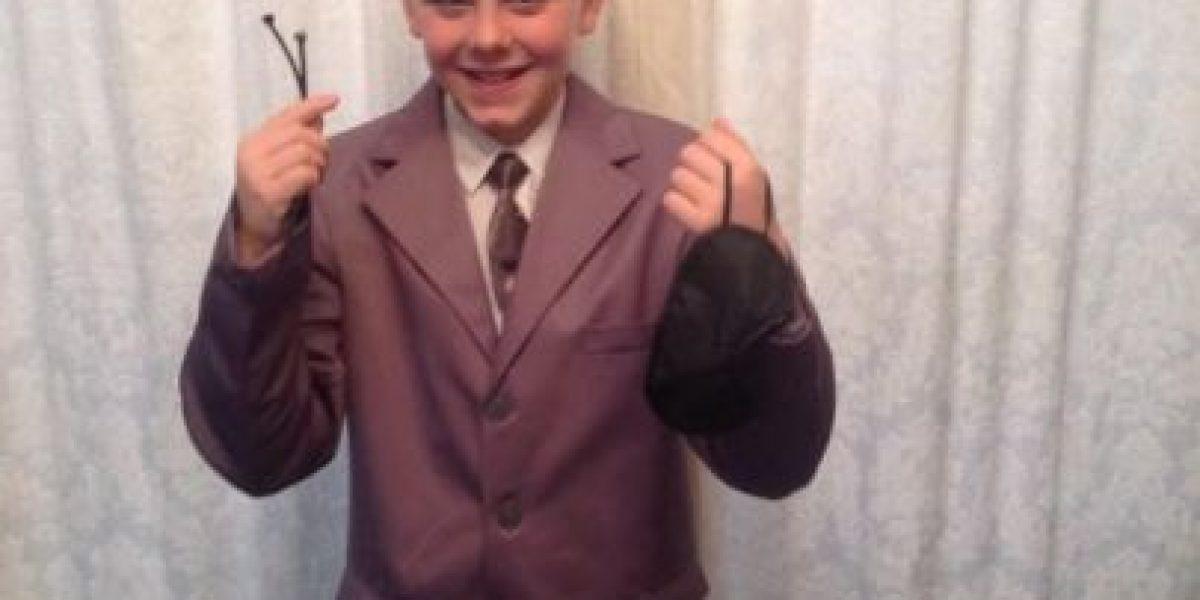 """¡Escándalo! Niño se disfrazó de """"Christian Grey"""" para ir a la escuela"""