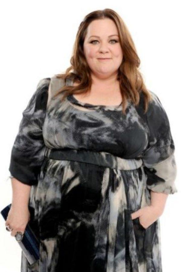 """Melissa McCarthy La exitosa comediante fue entrevistada por el Daily Mail y dijo """"[Todo el tiempo las mujeres pensamos] 'Podría bajar otros seis kilos, podría ser más alta y tener labios más gruesos' […] pero debemos ser capaces de decir 'todo está bien. Estoy aquí, ahora y estoy bien con ello. Hay otras cosas de qué preocuparme'"""". Foto:Getty Images"""