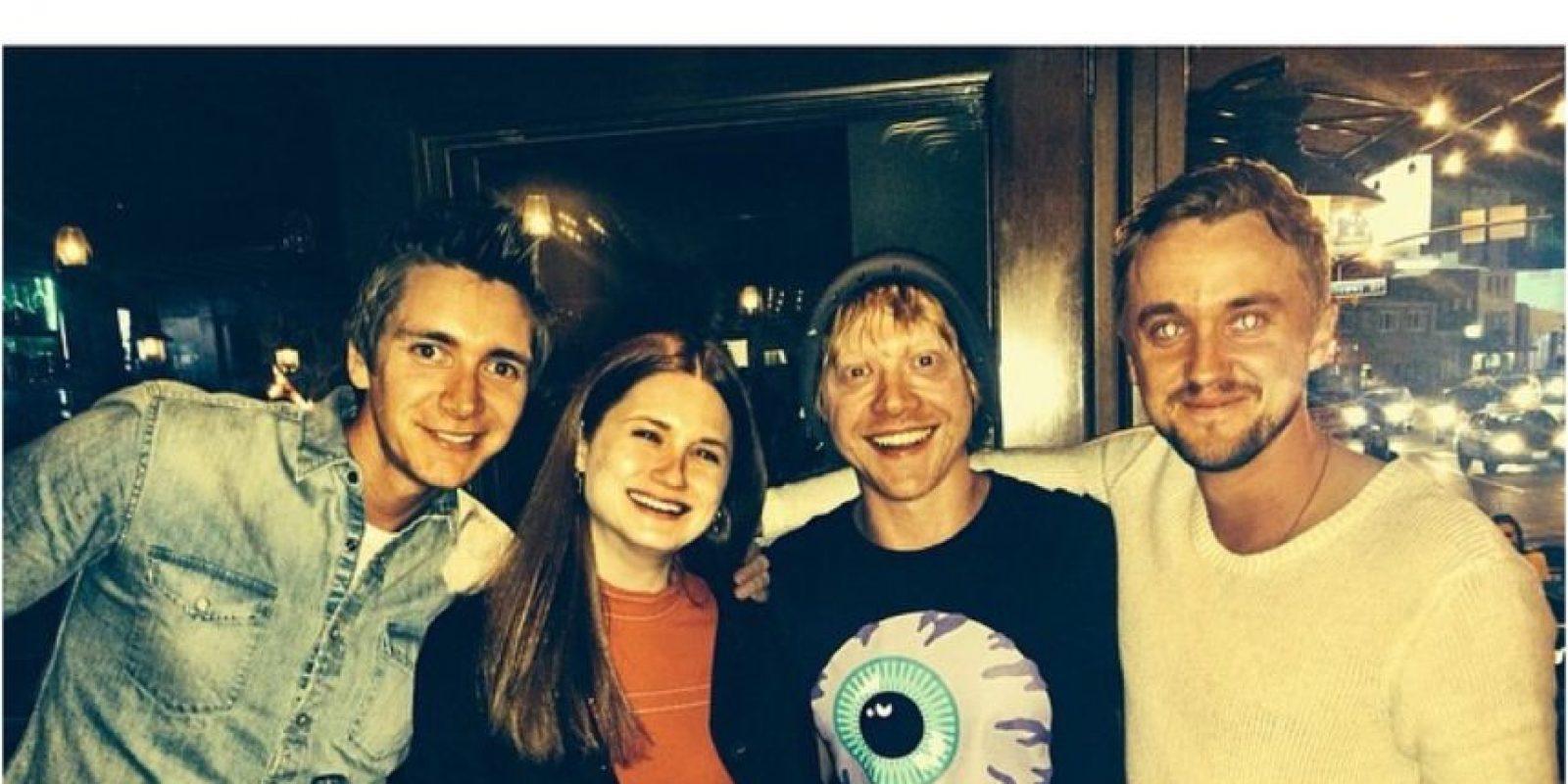 Con Ginny Weasley (Bonnie Wright) y Fred Weasley (James Phelps) Foto:Instagram