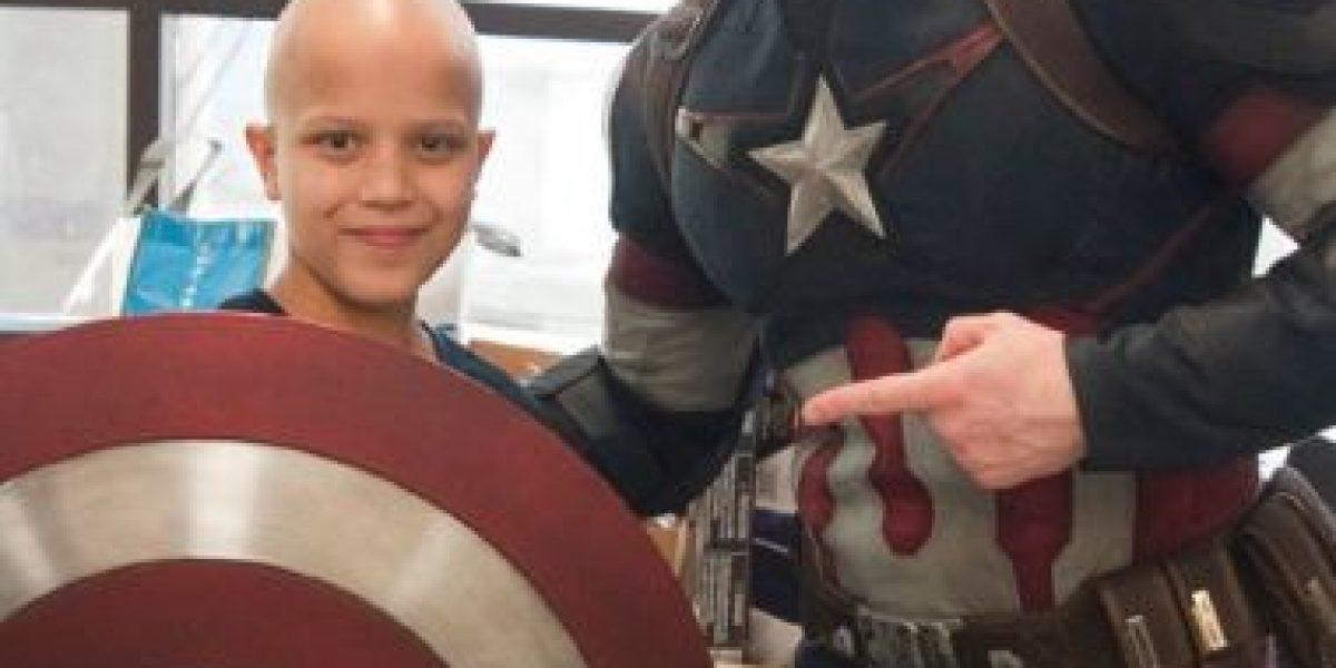 FOTOS: Chris Evans se viste de Capitán América para visitar hospital de niños