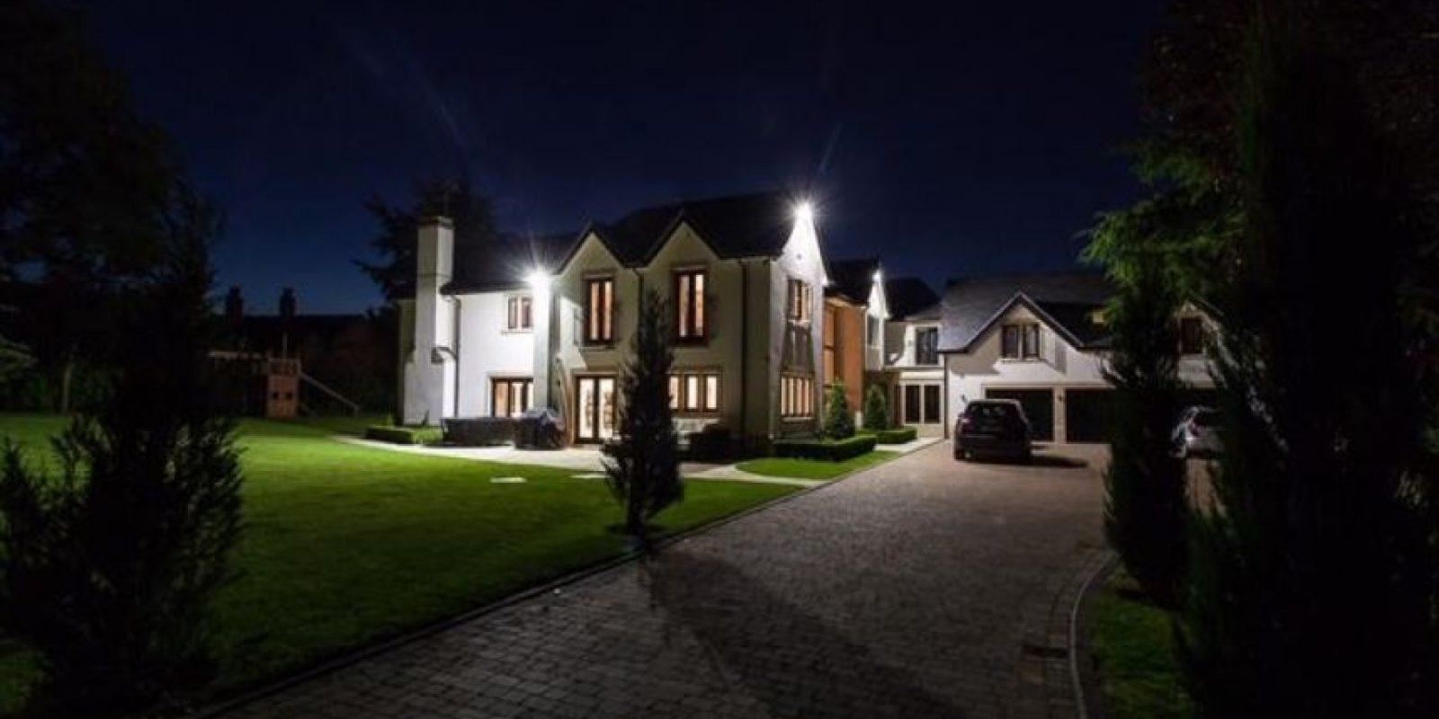 La mansión se vende en 4.1 millones de libras. Foto:vía rightmove.co.uk