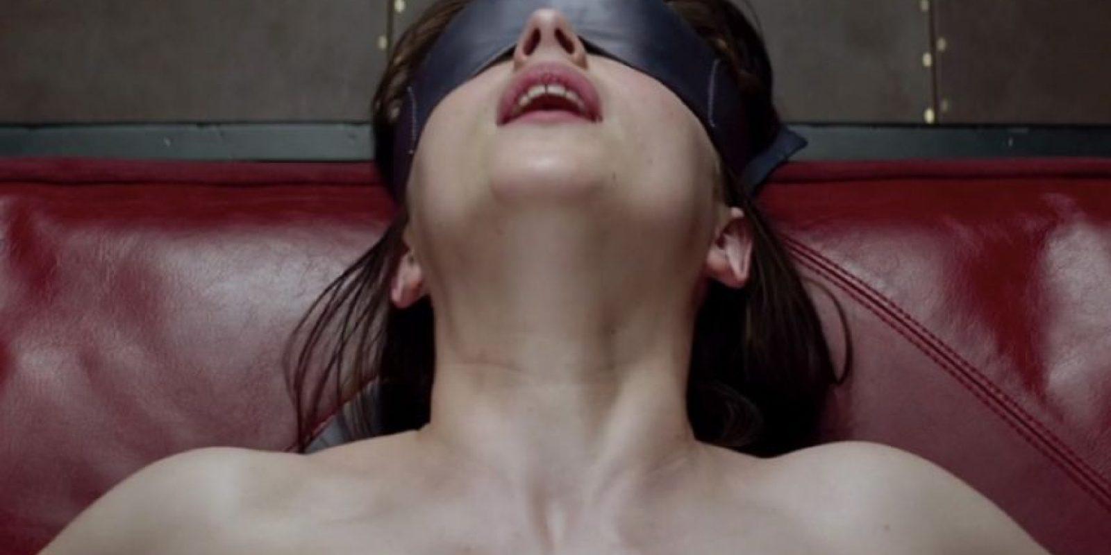 La relación de Jessie la vaquerita y Buzz Lightyear es comparada con la de Anastasia Steele y Christian Grey Foto:Universal