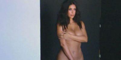 """Ya se puede ver uno de los teasers de """"Keeping Up With The Kardashians"""". Kim se vuelve a desnudar. Foto:E!"""