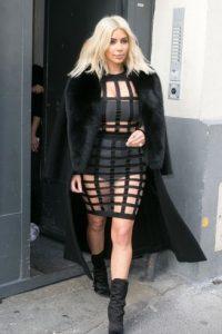 Kim usa un modelo con cutouts. Foto:Getty Images