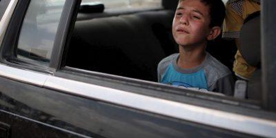 Nunca se les debe permitir que practiquen juegos violentos que pueden distraer al conductor y deben llevar puesto el cinturón de seguridad. Foto:Getty Images
