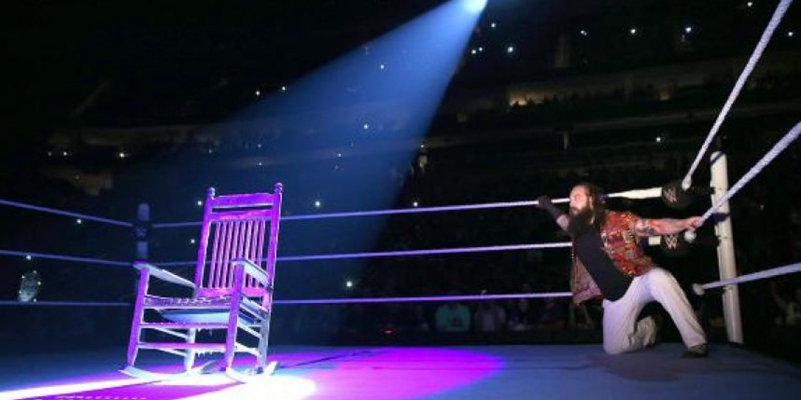 Y de pronto apareció la silla del exlíder de la Familia Wyatt Foto:WWE