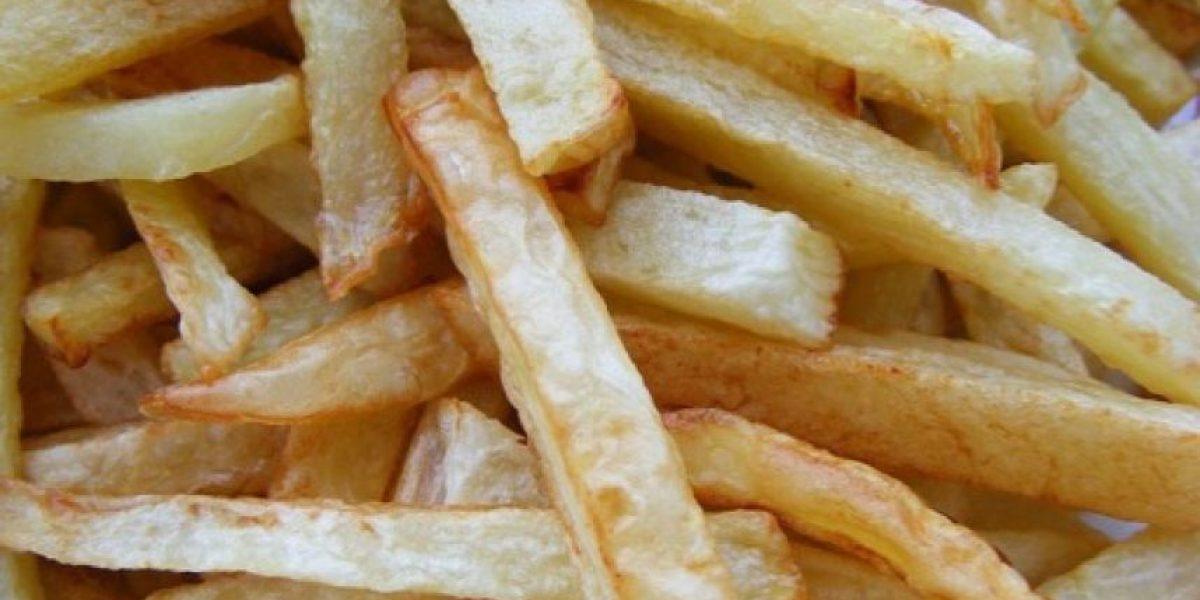 ¡Insólito! Hombre se emborracha al comer papas fritas