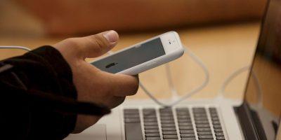 El iPhone blanco es todo un clásico Foto:Getty