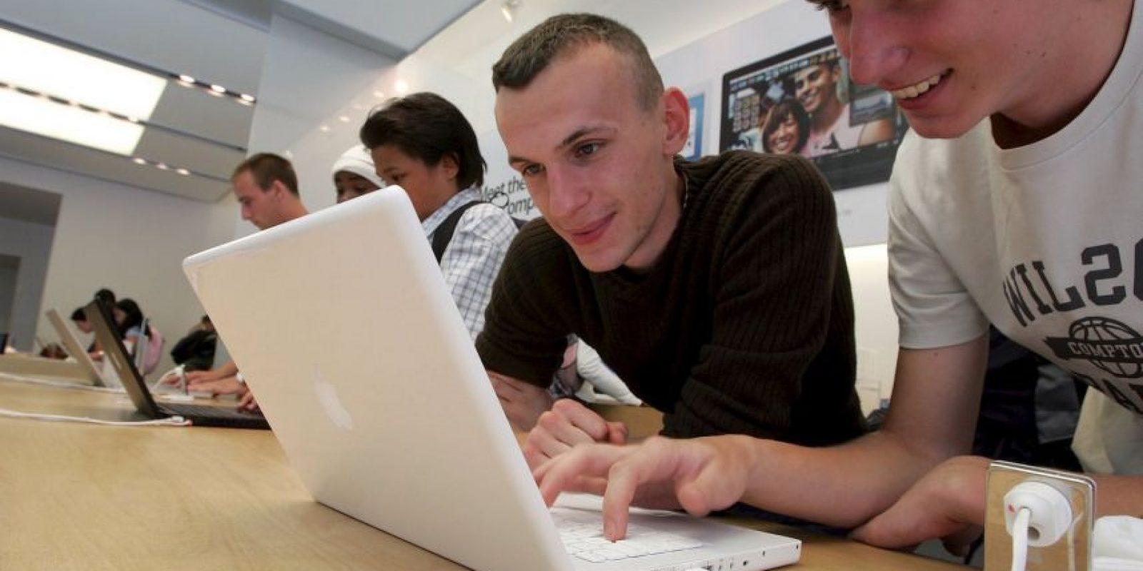Las primeras MacBook fueron blancas Foto:Getty