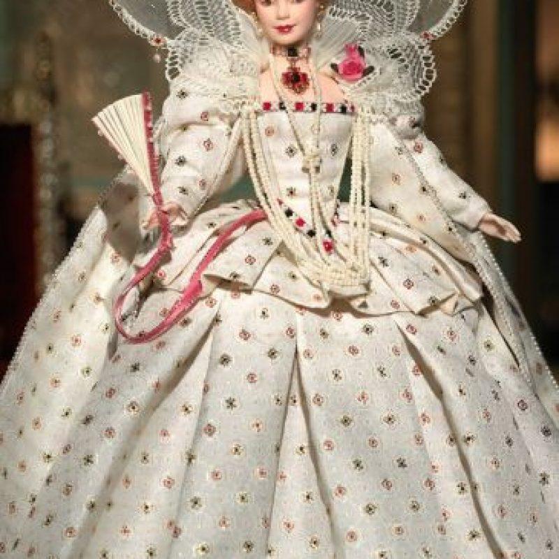 La Barbie de la reina Isabel I Foto:Mattel