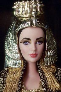 """Viene en la presentación de 1953 y con el traje que usó en """"Cleopatra"""" Foto:Mattel"""