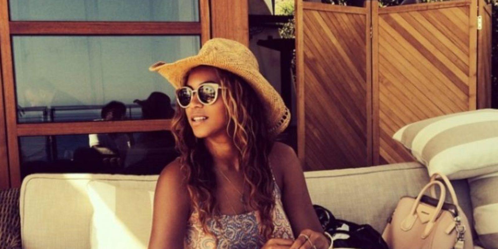 Algo anda mal entre la pierna de Beyoncé y el sillón Foto:Instagram