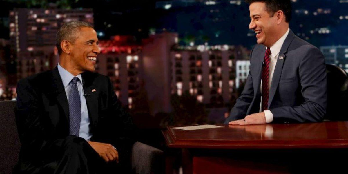 VIDEO: ¡Sin enojarse! Así lee Barack Obama tweets en su contra