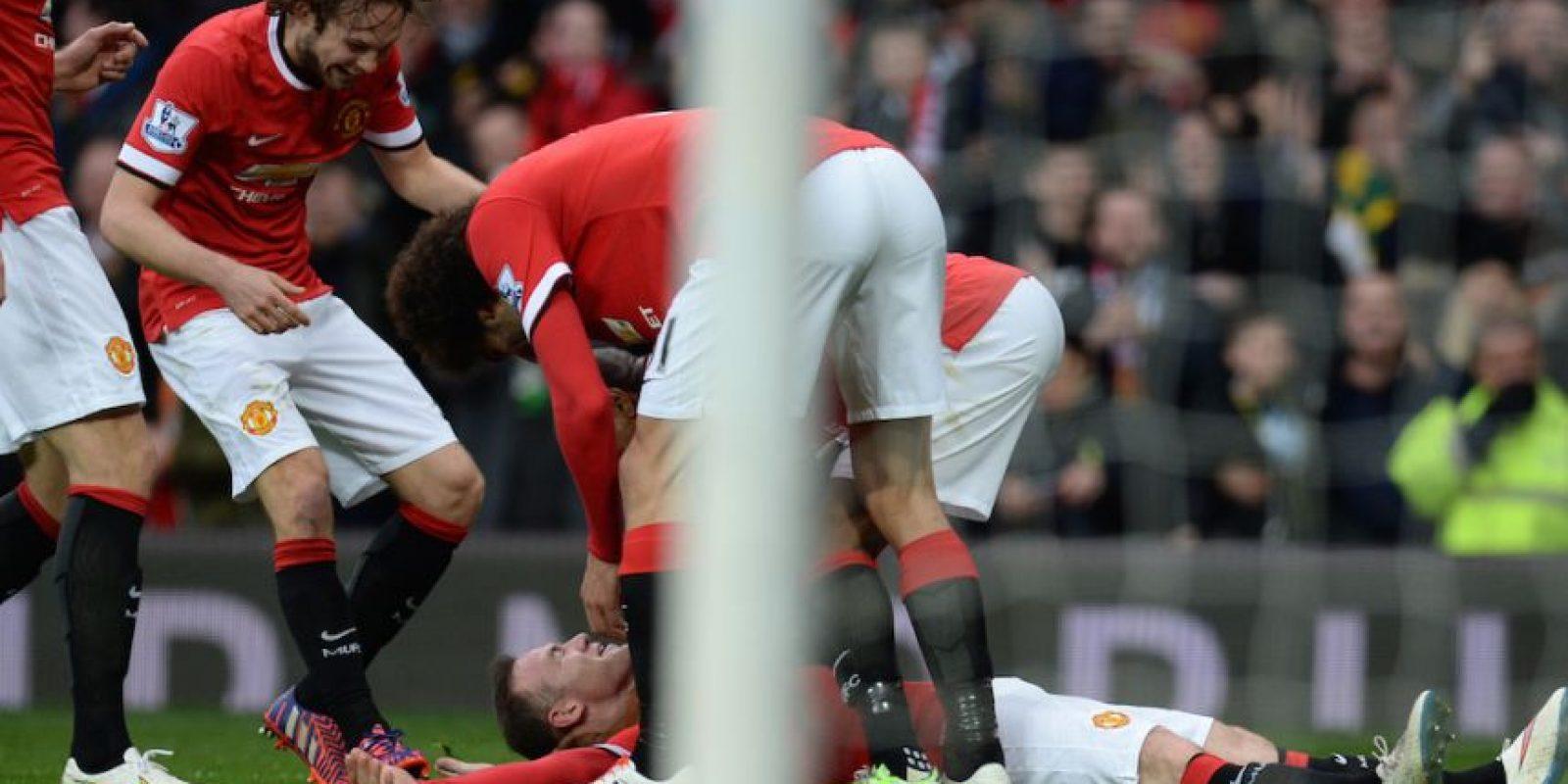 Los compañeros de Rooney en la celebración. Foto:AFP