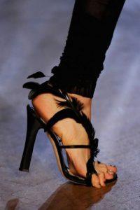 Los dedos fuera de los zapatos no se ven tan bien como creían… Foto:Tumblr.com/Tagged-zapatos-wtf