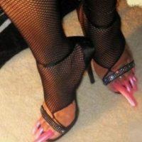 Cuando debes usar zapatos abiertos para que tus uñas luzcan sin recato Foto:Memegenerator