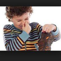 Cuando tus zapatos favoritos huelen mal e insistes en ponértelos Foto:Pinterest