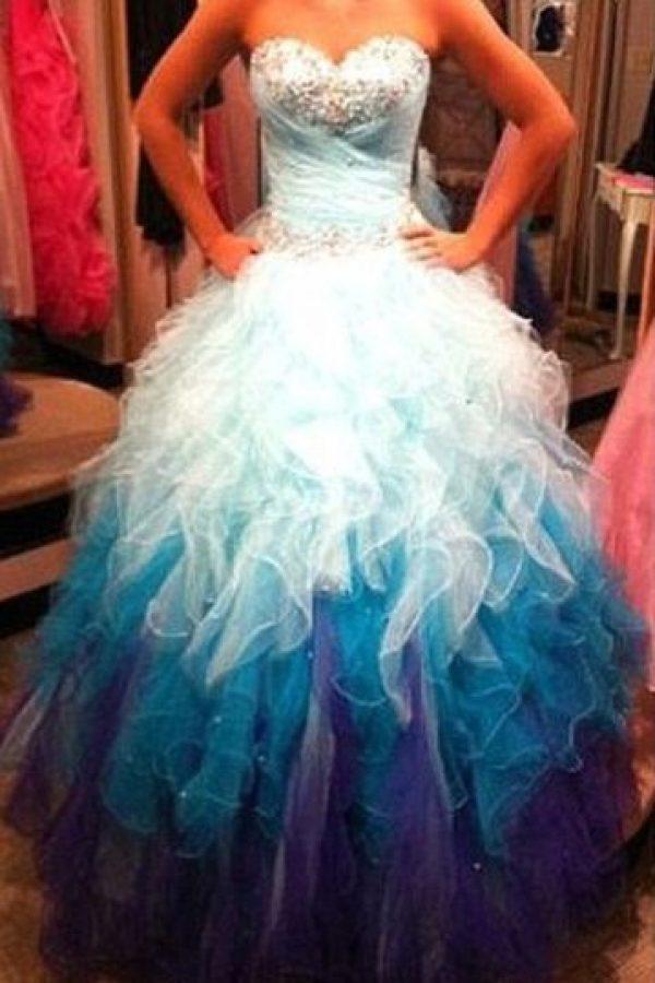 Un vestido por el que mataría más de una quinceañera. Foto:KnockOffNightmares