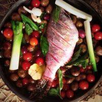 Se prepara con papas baby, aceitunas y tomates cherry. Foto:Jorge Rausch/Facebook
