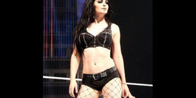 Ella tiene 22 años, siete menos que el músico Foto:WWE