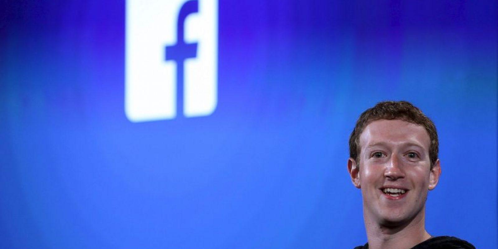 Facebook, al lado de su creador Mark Zuckerberg, asciende escalones poco a poco. Hoy ocupa el cuarto sitio con una fortuna neta de 33 mil 400 millones de dólares. Foto:Getty Images
