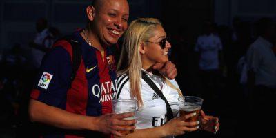 La rivalidad futbolística no afecta a que se encuentre el amor. Foto:Getty Images