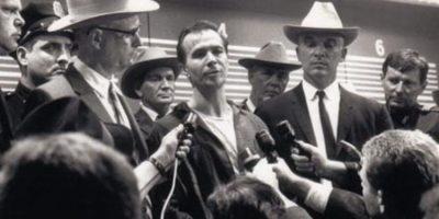 """Lee Harvey Oswald en """"JFK"""". Foto:Warner Bros."""
