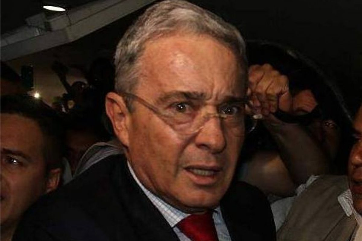Galería: Así se burlan en redes de la cara de susto de Uribe ...