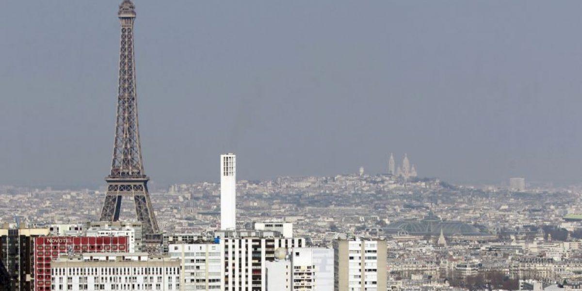 Por contaminación, París prohíbe que circulen la mitad de sus autos