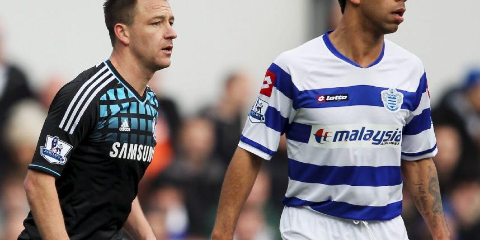 El defensa de Chelsea, John Terry, protagonizó un escándalo de racismo luego de que en 2012, Anton Ferdinand del QPR lo acusara de propinarle insultos racistas durante un partido de la Premier League. Foto:Getty Images
