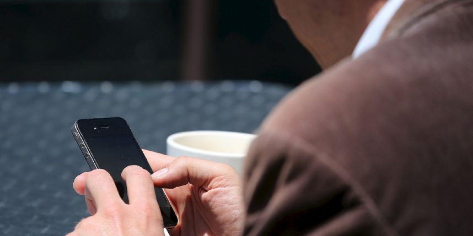 """La primera que se recuerda es el famoso mensaje: """"te estoy escribiendo un WhatsApp. Dime si te llegan mi mensajes"""". El número emisor era el 25565 y al contestar quedaba inscrito en un servicio por cobrar. Foto:Getty"""