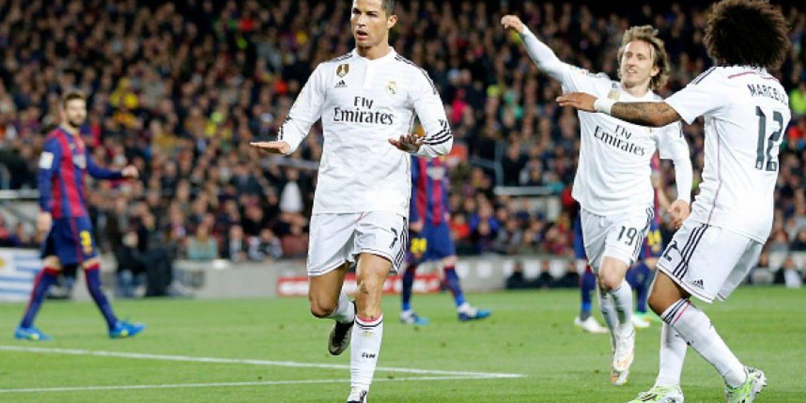 En octubre de 2013, Cristiano celebró con un saludo militar, luego de que Joseph Blatter, presidente de la FIFA, elogiara a Messi y se burlara de él llamándolo 'comandante'. Foto:Getty Images