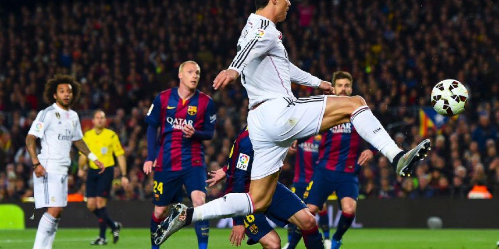 """En 2012, Real Madrid visitó al Mallorca, y Cristiano se llevó abucheos durante todo el partido. El portugués marcó un doblete y lo celebró llevándose la mano a la oreja insinuando que """"no escuchaba ahora los pitidos de la afición rival"""". Foto:Getty Images"""