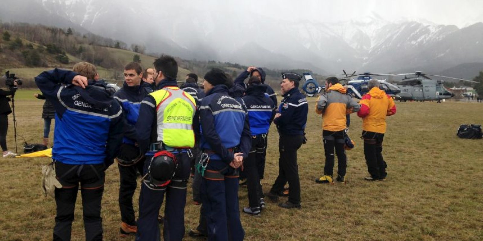 Equipos de rescate en los Alpes franceses Foto:Getty Images