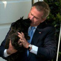 """Un beso de """"amor"""" por parte del ex presidente Foto:Getty Images"""