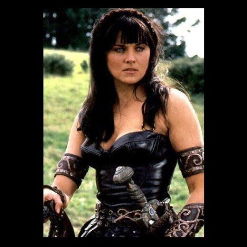 """Interpretó a """"Xena"""", una princesa cruel de los ejércitos de Ares (Dios de la guerra), quien gracias a """"Hércules"""" decide cambiar y defender a los indefensos de cualquier mal. Foto:Twitter @reallucylawless"""