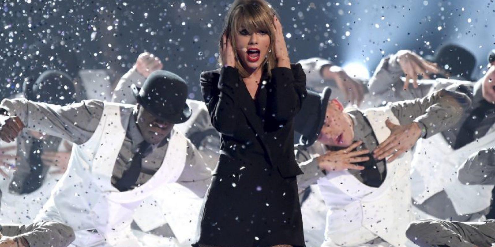 Las letras de las canciones de Taylor Swift son acusadas de mala gramática. Foto:Getty