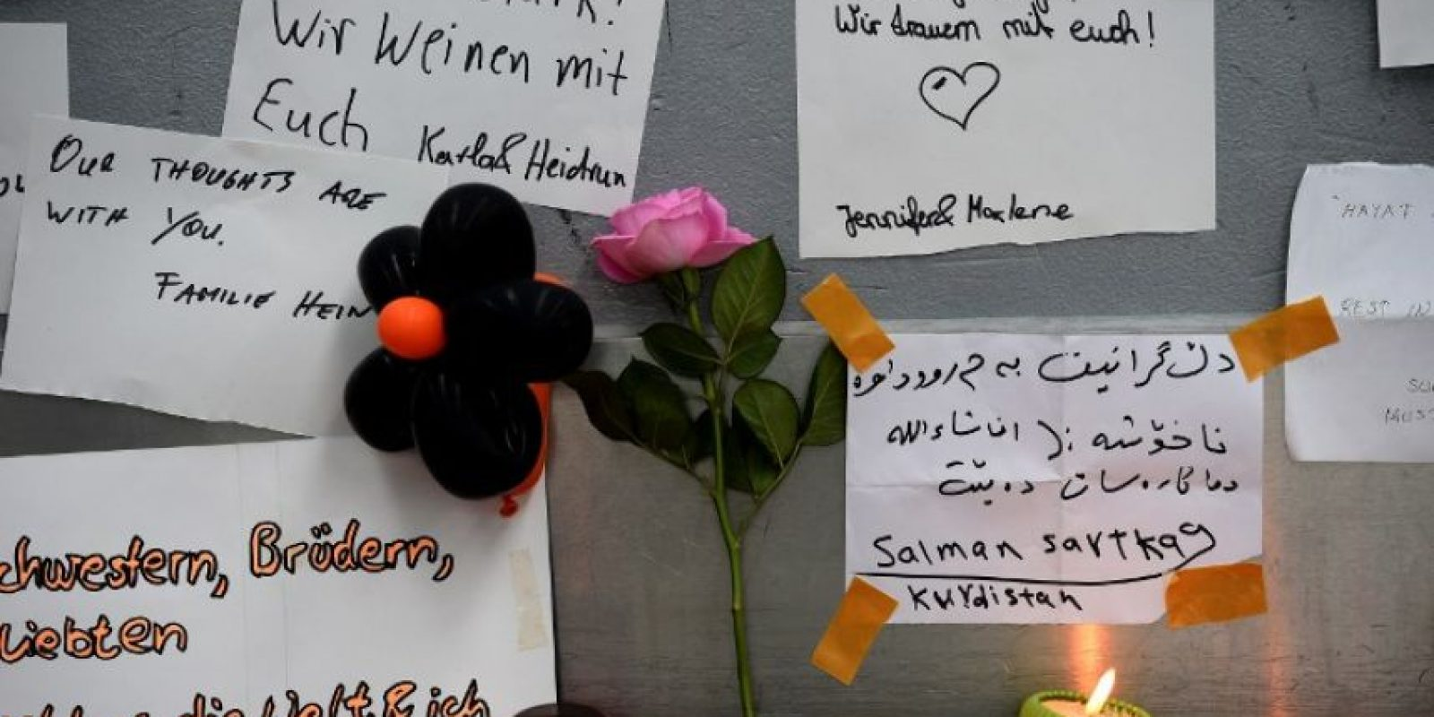 Tributos en el aeropuerto de Düsseldof Foto:AFP