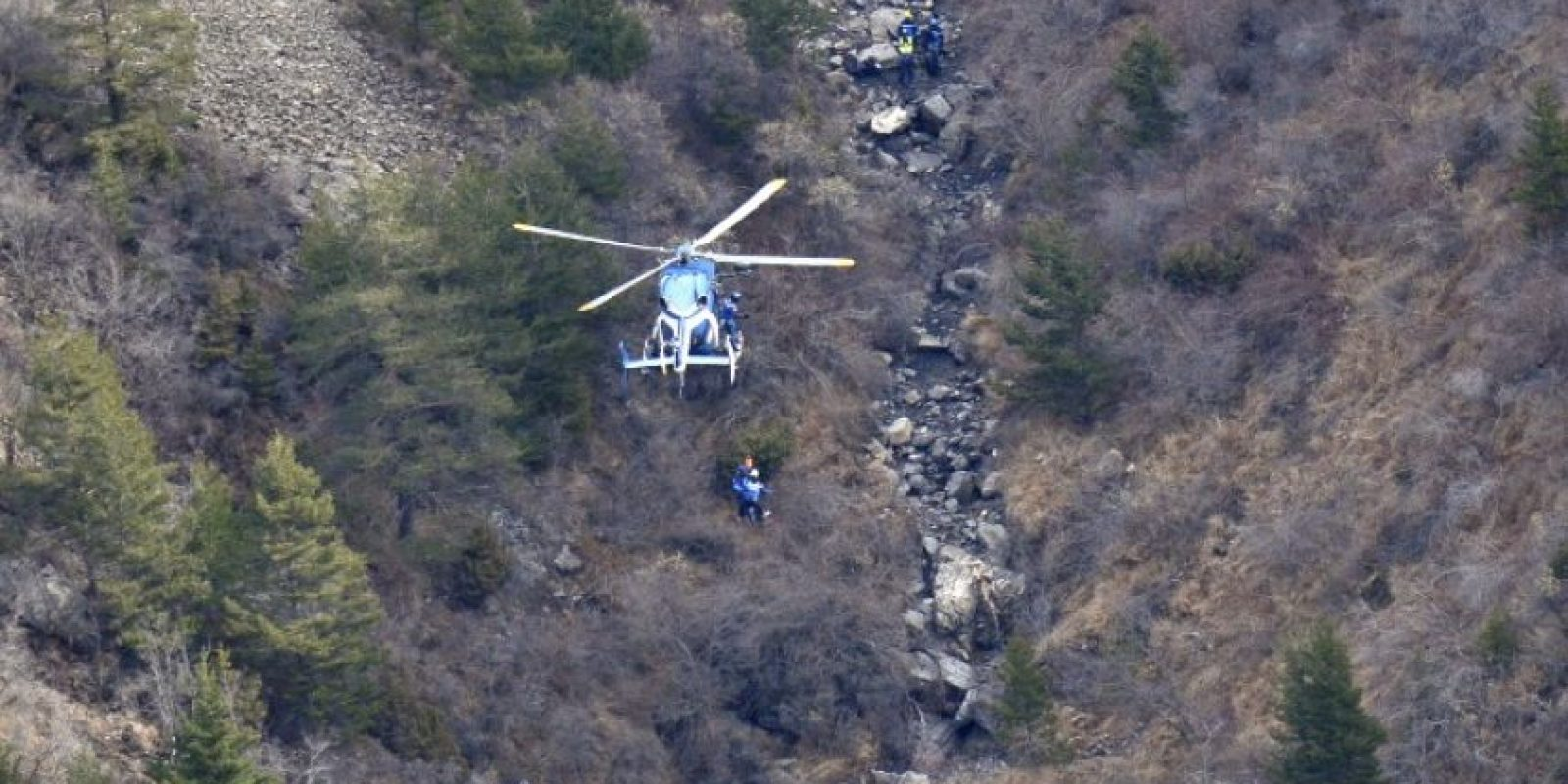 Mientras tanto, continúan las labores de recuperación de los 150 cuerpos Foto:AFP