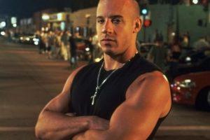 Interpretó a Dominic Toretto, un ex convicto que lidera una peligrosa banda de ladrones de camiones semi-remolque. Foto:IMDB / Universal Studios