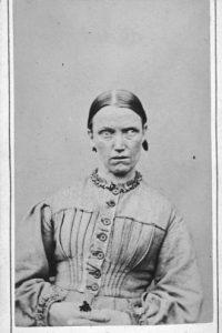 """Esta mujer le diagnosticaron """"paralisi general del demente""""; hoy en día sería neuro-sifilis, que es una infección en el cerebro."""