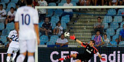 El segundo, un despeje al centro que le dejó el balón a modo a Huntelaar para rematar a gol. Foto:Getty Images