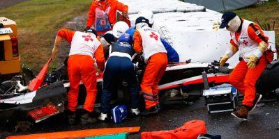 Bianchi, de origen francés, literalmente, pasó por debajo de una grúa que retiraba de la pista el monoplaza de Adrian Sutil, quien había chocado anteriormente, lo que destruyó su vehículo y le dejó graves heridas en la cabeza. Foto:Getty Images