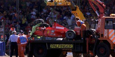 El piloto alemán se fracturó la pierna derecha, pero le pudo haber ido peor, pues el impacto fue tan fuerte, que su casco se rompió. Debido a esto se perdió la mitad de la temporada. Foto:Getty Images