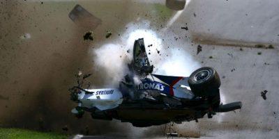 Cuando corría por el circuito de Montreal, Kubica perdió su alerón delantero y su monoplaza se salió de control para estrellarse contra el muro de contención y luego contra el de hormigón a una velocidad de 230 km/h. Foto:Getty Images