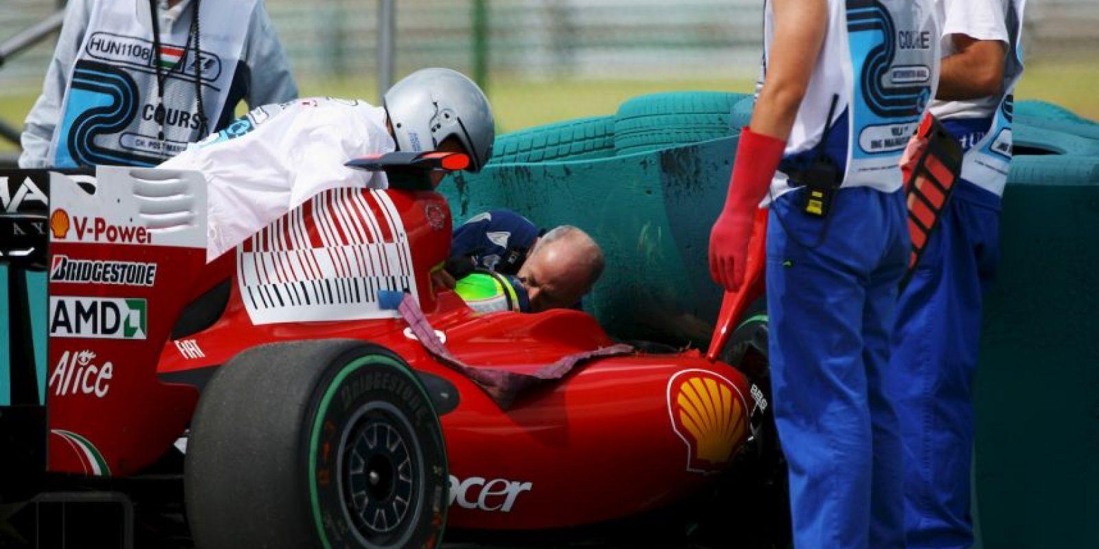 Después se sabría que la causa del accidente fue la presencia de una pieza del monoplaza de Rubens Barrichello (Brown), que se impactó en el caso del brasileño que terminó con conmoción cerebral y una lesión en el ojo que le impidieron seguir compitiendo el resto de la temporada. Foto:Getty Images